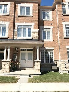 Gorgeous Townhome in Oakville 3 Beds  3.5 Baths 2 Garage - May 1