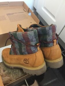 Mint condition Timberlands sz 8 mens