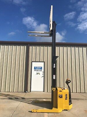 2008 Yale Walkie Stacker - Walk Behind Forklift - Straddle Lift Only 3497 Hours