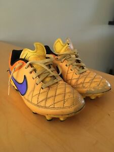 Youth soccer cleats size 2