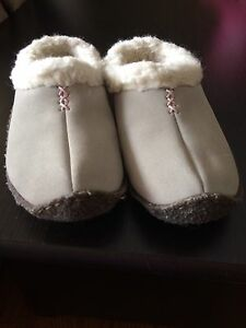 Sorel Nakiska slippers for kids