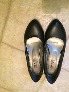 Black leather shoes size 6