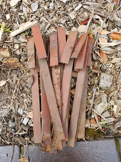 Garden steel edging pegs