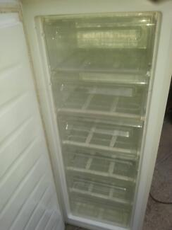 UPRIGHT FREEZER 180 LITRE WESTINGHOUSE WITH 6 PULL OUT DRAWERS