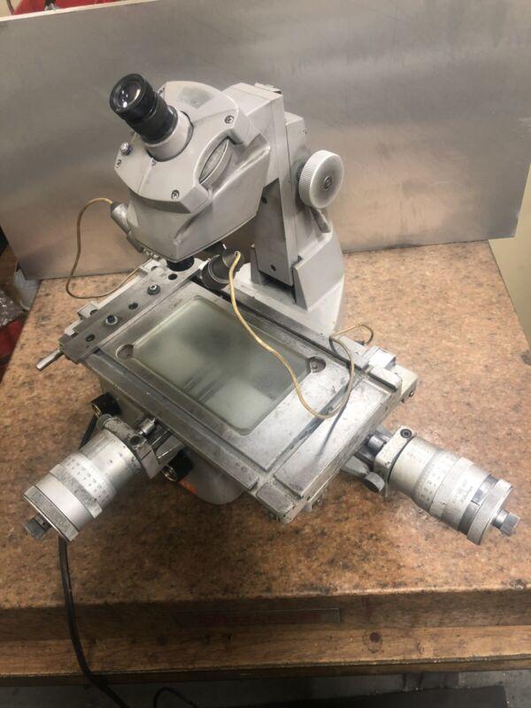 Mitutoyo 176-104 Type BI-5 Toolmaker Measuring Microscope