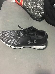 Selling black under armour shoes