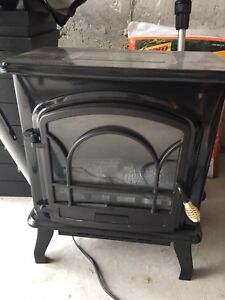 Electric heater with faux fire