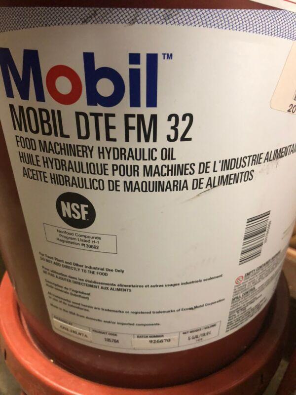 bil DTE FM 32 Food Machinery Lubricant 5-Gallon (20L) Pail
