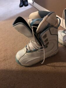 Snowboarding shoes