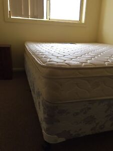 Queen size mattress and ensemble Kingswood Penrith Area Preview