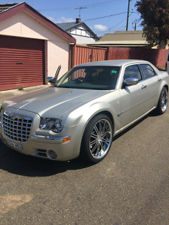 2007 CHRYSLER 300C HEMI - Excellent buy!