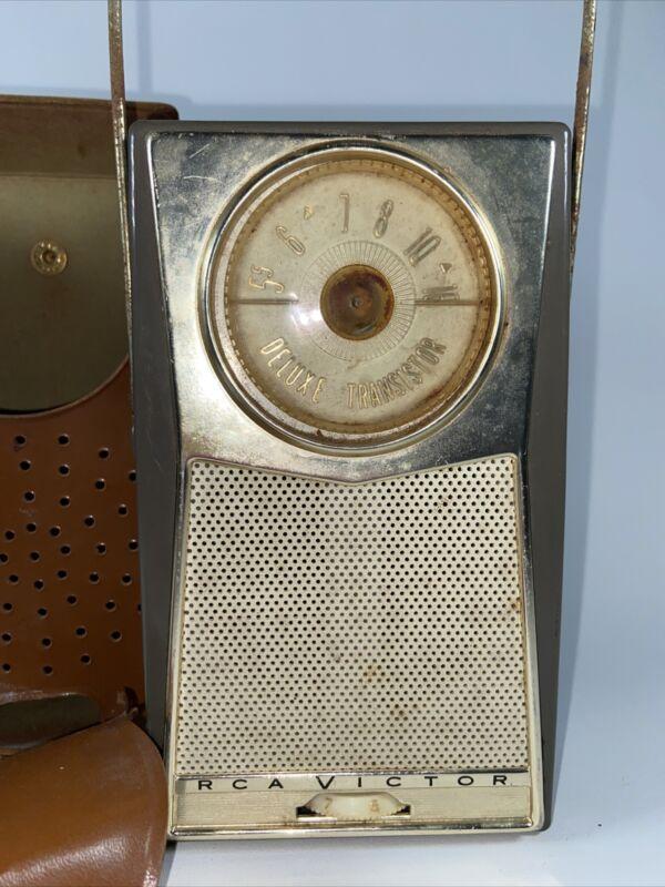vintage RCA Victor Deluxe Transistor Radio Works