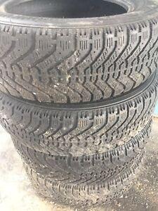 195/65R15(quatre pneus Nordic pour 125$)