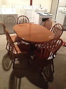 Oak table and chairs  Stratford Kitchener Area image 2