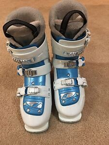 Nordica ski boots for girl 23.5 Oakville / Halton Region Toronto (GTA) image 1