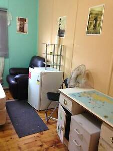 Liverpool, F/f Room for working person, close to station Liverpool Liverpool Area Preview