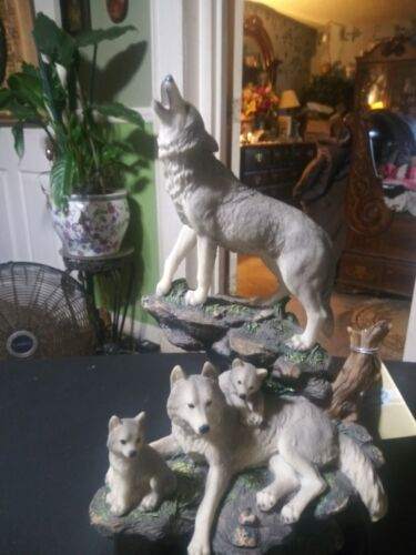 """Family Wolves Figurine,World Of Wonders, Howling, W/Tag 12 1/2"""" Tall"""