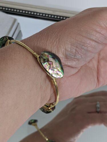 BOURBON AND BOWETIES BANGLE BB BRACELET-Gold-Plated light abalone shell
