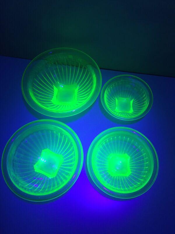 4 Nesting Mixing Bowls Hazel Atlas Green Glass Depression Uranium Ribbed Panel