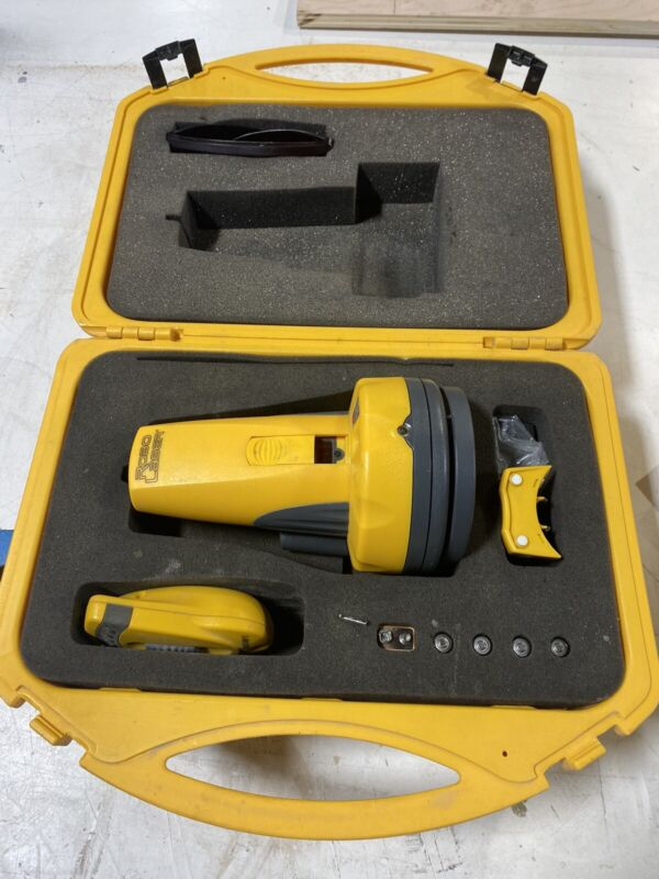 ROBOTOOLZ Robo Laser RT-7210-1 Self Leveling Laser w/ Remote & Carrying Case
