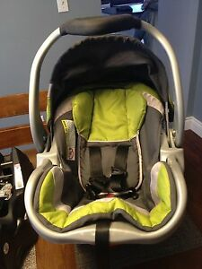 Baby Trend Infant Car Seat/ 2 Bases