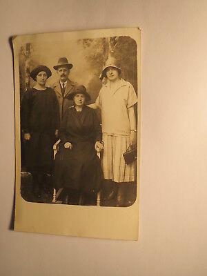 Mann & 3 Frauen - Hüte - Handtasche - Kulisse / Foto ca. 1900-20er Jahre