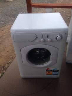 Washig Machine Ariston 7kg ARF15 Works in order in good condition