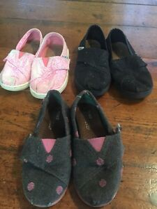 4 pair of shoes