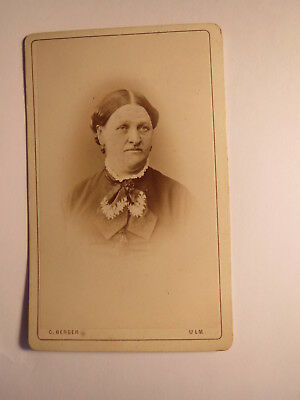 Ulm - ältere Frau mit Scheitel - Portrait ca. 1860/70er Jahre / CDV