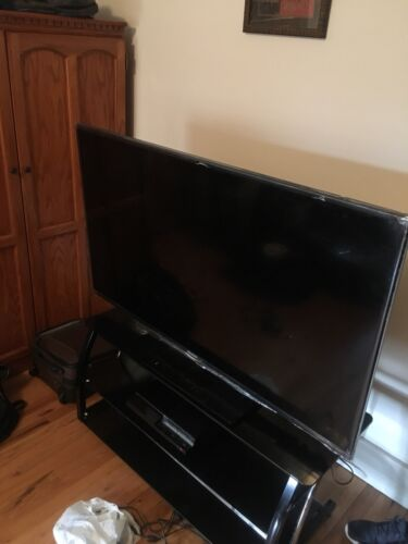 "Hisense 55"" Flat Screen Brand New Comes w Tv Stand"
