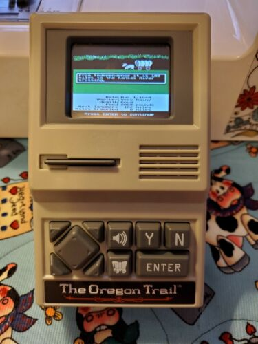 Computer Games - The Oregon Trail Handheld Classic Computer Game 2017 Color - TESTED WORKS