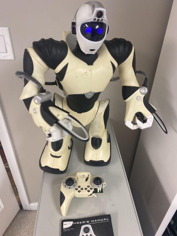 "Big 22"" tall Robot, 2005 Wowwee Robosapien V2 With Damaged Remote Read Descript"