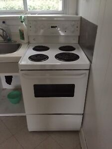 Apartment size 24 inch stove like new