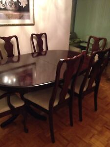 Estate sale clearance Dining table + china cabinet