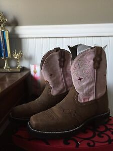 Ladys cow girl boots size 6.5