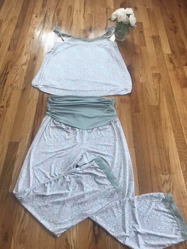 Women's 2 Piece Maternity Lounger/Pajamas Set. Size Large