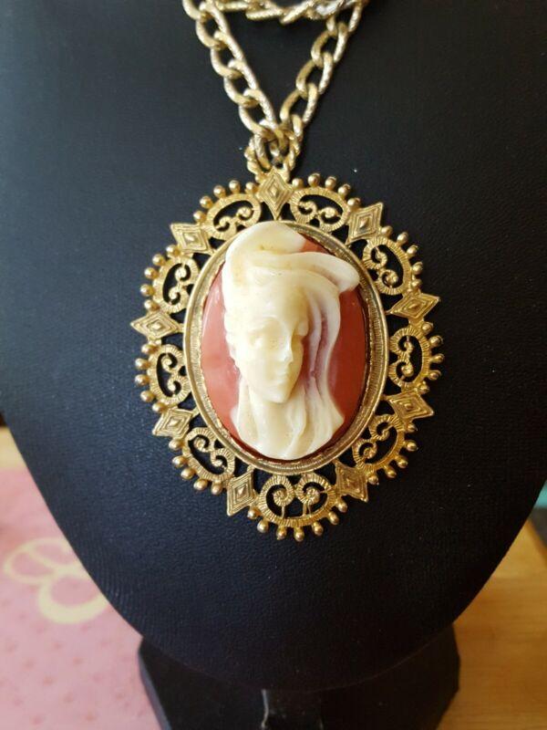 Vintage gold tone raised Cameo pendant necklace