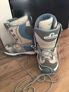 Kemper size 9 women's snowboard boot