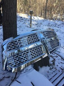 SELLING A DODGE RAM 1500 GRILL!