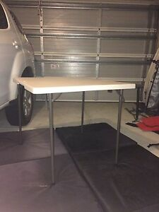 Square table folds in half Secret Harbour Rockingham Area Preview