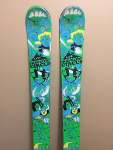 Line Travelling Circus Skis