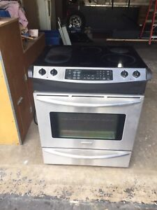 Frigidaire Electrolux Stove