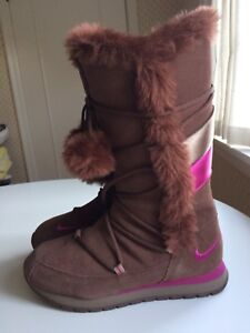 Authentic Nike Size 8 Women's Winter Boots