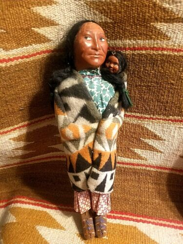 """ANTIQUE NATIVE AMERICAN INDIAN BULLY GOOD ORIGINAL 13"""" SKOOKUM DOLL w PAPOOSE"""
