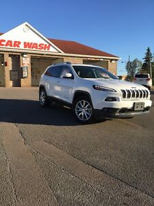 2017 Jeep Cherokee Limited 4X4 with 17,800 km