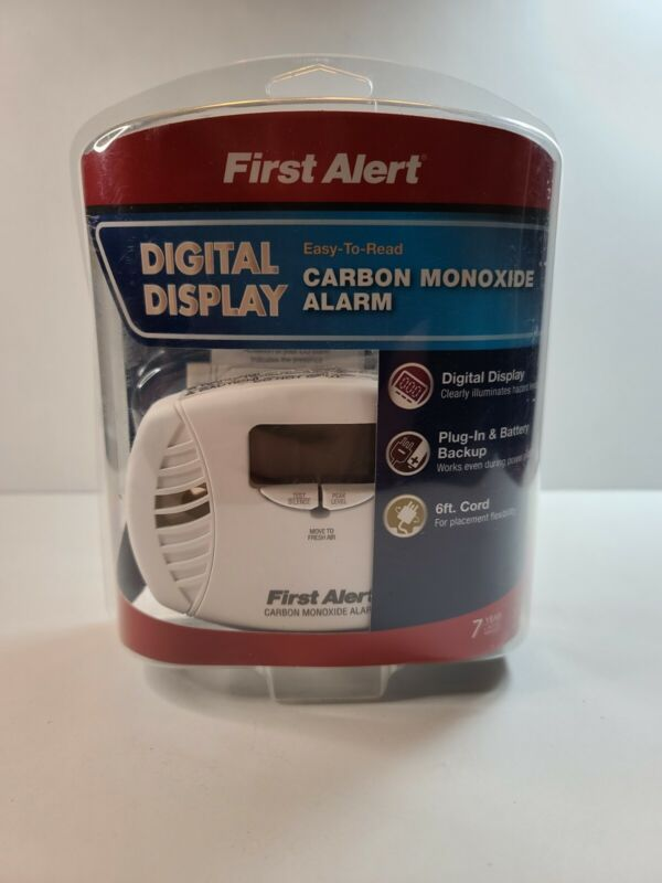 First Alert Dual Power Carbon Monoxide Detector Alarm, Digital Display CO615