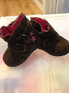 Divers chaussures / robeez bebe fille