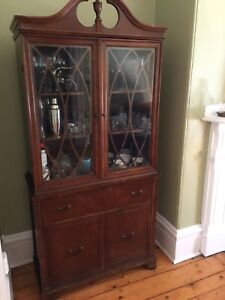 Beautiful Antique Hutch in Excellent Condition -$475.00