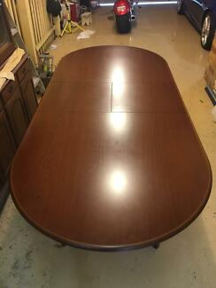 6 or 8 seat Solid Timber Dining Table in Perfect Condition