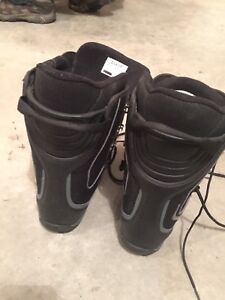 SNOWBOARD 9.5 BOOTS